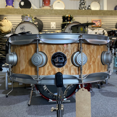 DW Collectors 14x5in Snare Drum – Quilted Maple Satin Chrome Hardware – Pre-owned