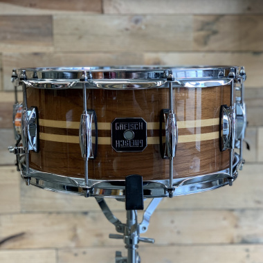 Gretsch Full Range 14×6.5in Walnut with Maple Inlay Snare – Pre-owned