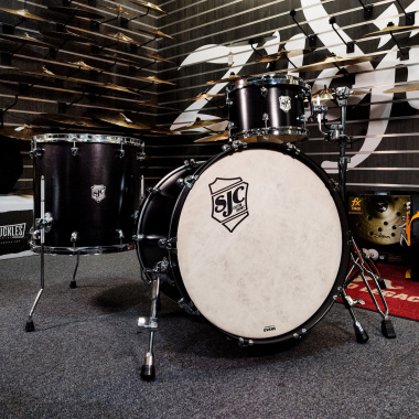 SJC Tour Series 3pc 22in Shell Pack – Black Satin Stain with Chrome Hardware